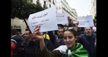 Algeriens-manifestent-contre-candidature-president-Abdelaziz-Bouteflika-5e-mandat-24-fevrier-2019-Alger_0_729_503