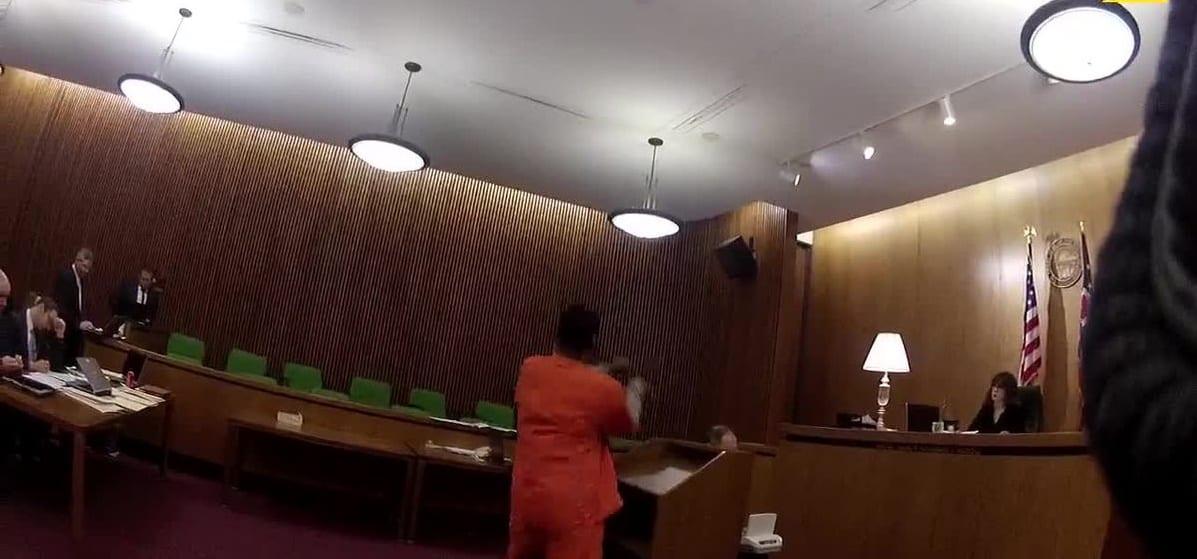 USA: Condamné à 47 ans de prison, un homme s'attaque à son avocat