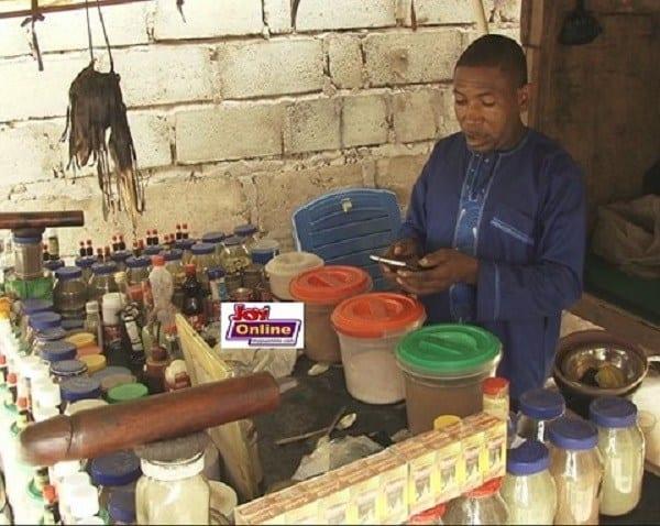 """Insolite-Ghana : un homme explique comment sa ''potion"""" rend les gens amoureux"""