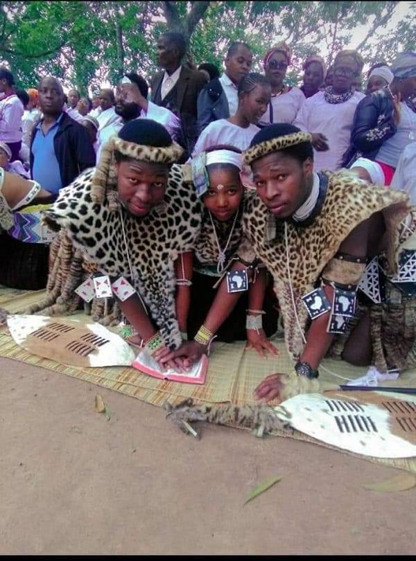 Afrique du Sud : des jumeaux épousent une même femme-Photos