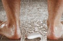 uriner sous la douche