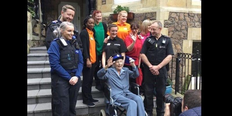 Âgée de 104 ans, elle réalise son rêve en se faisant arrêter par la police (photos)