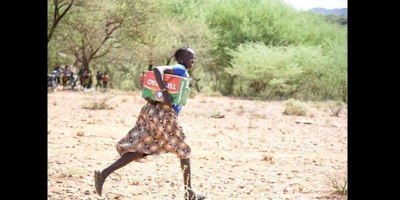 Kenya: Une compagnie chinoise fait don de bières aux victimes de sécheresse...La toile s'indigne (photos)