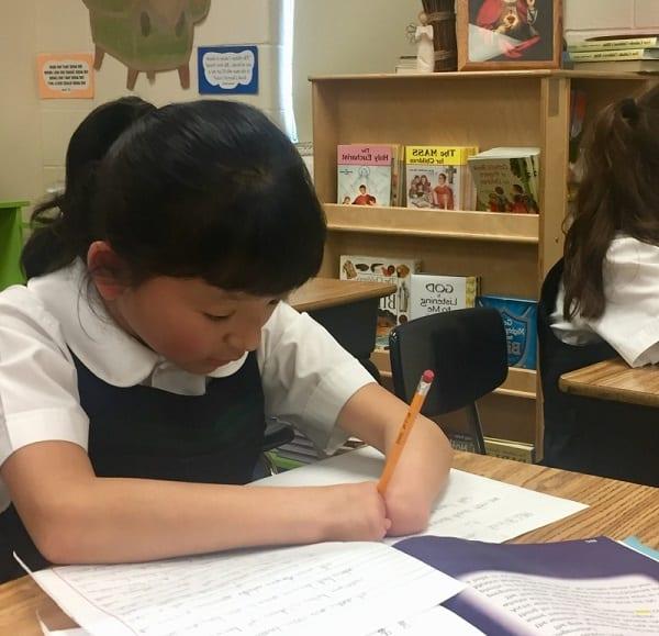 Inspiration: Née sans mains, elle remporte un concours national d'écriture manuscrite