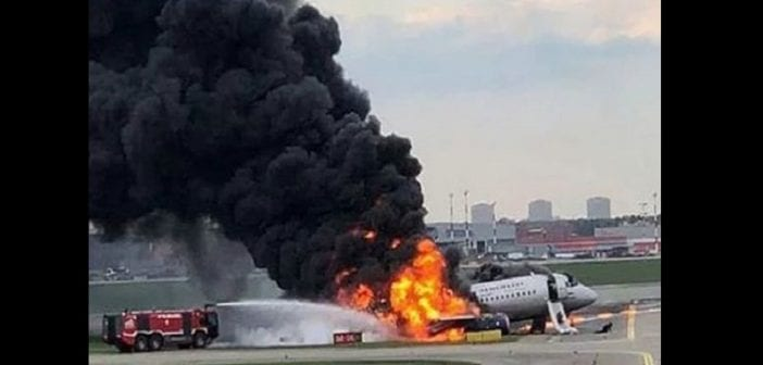 Russian-plane-Passengers-were-forced-to-flee-the-blaze-1123254