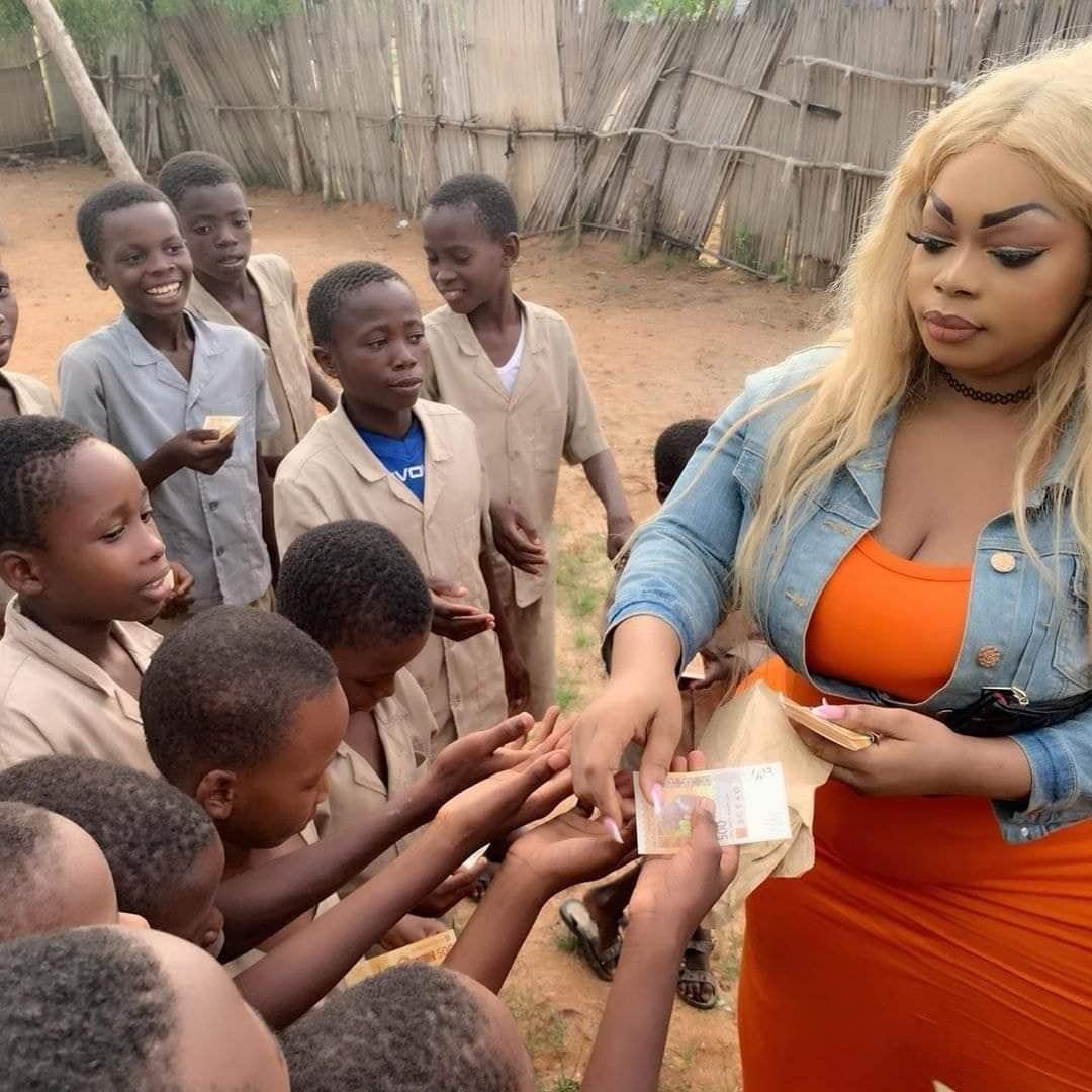 Bénin: Eudoxie Yao fait un don aux enfants d'un orphelinat (photos)