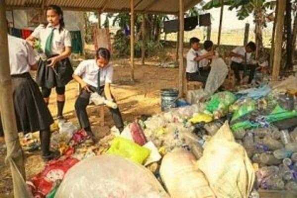 Inde: Une école accepte les déchets plastiques comme frais de scolarité