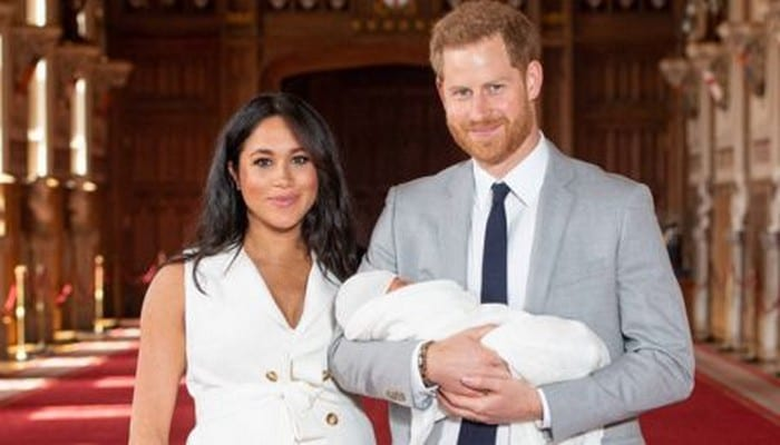 photos-le-visage-du-bebe-de-meghan-markle-et-harry-enfin-devoile