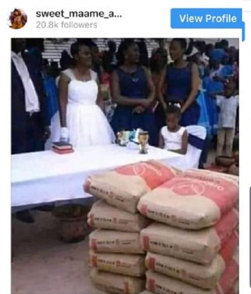 Photo: Un couple reçoit des sacs de ciment comme cadeau de mariage
