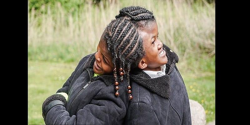 L'histoire touchante de Neeva et Nelly, les sœurs siamoises qui ne peuvent jamais être séparées (vidéo)