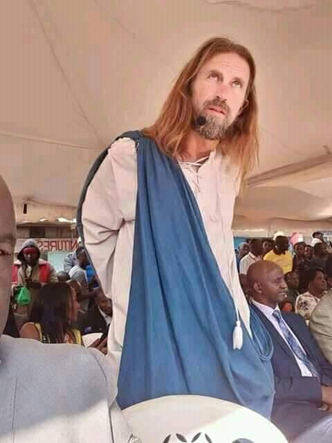 Des pasteurs d'Afrique du Sud et du Kenya invitent ''Jésus'' dans leur église (VIDEO)