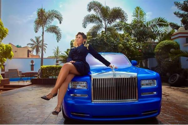 Découvrez en photos 8 femmes nigérianes qui possèdent une Rolls-Royce