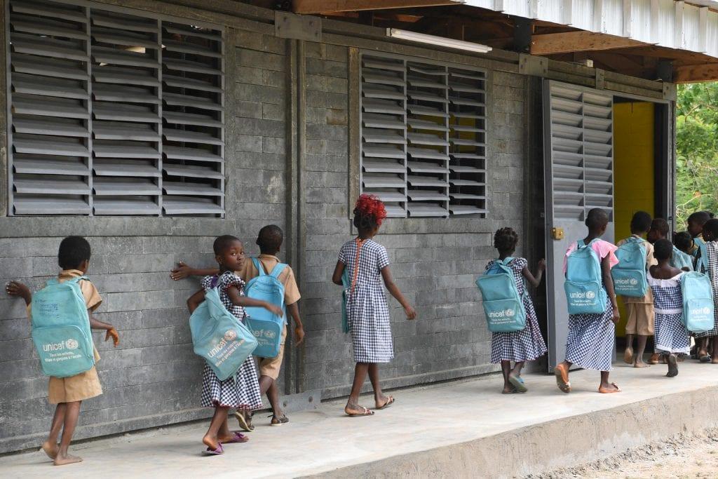 Côte d'Ivoire : l'UNICEF pose la première pierre  d'une usine de briques en plastique recyclé,  unique en son genre en Afrique