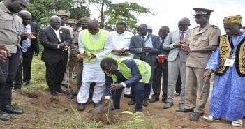 Le Ministre Aka Aouélé au planting de Gbémazo