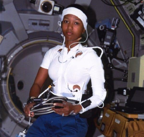 Mae Carol Jemison, première femme afro-américaine à aller dans l'espace