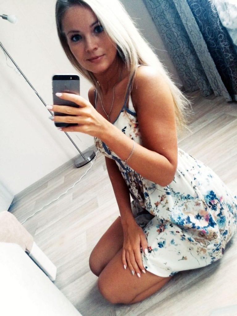 Amoureuse de selfies, elle meurt électrocutée dans son bain-(photos)