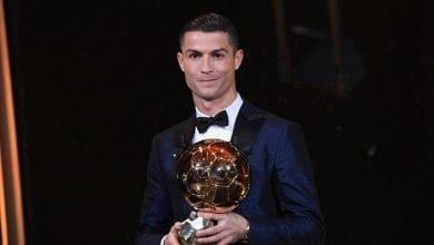 cropped-Cristiano-Ronaldo-remporte-son-cinquieme-Ballon-d-Or-et-egale-Lionel-Messi.jpg