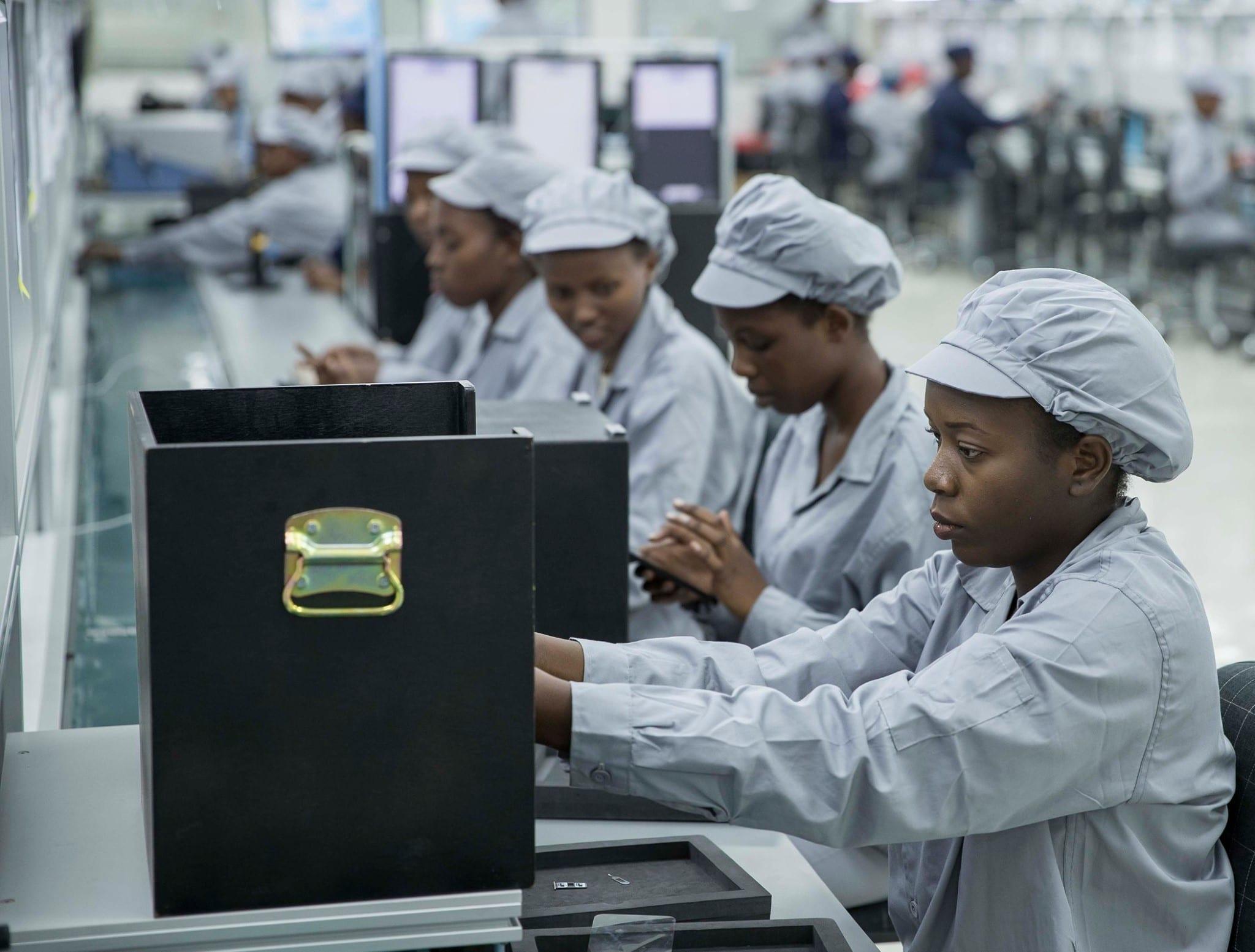 Rwanda : lancement officiel de l'usine de fabrication de smartphone