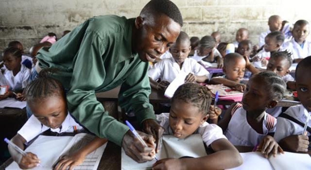 """Question Africaine 13 : Journée Mondiale des Enseignants : où en est l'Afrique avec ses """"potiers"""" d'Hommes ?"""