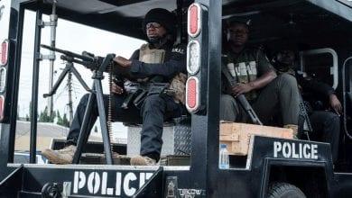 les-policiers-du-nigeria-ont-interpelle-deux-suspects