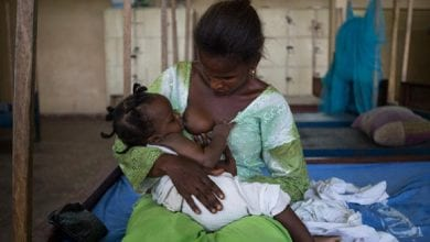 ouganda femme allaitant