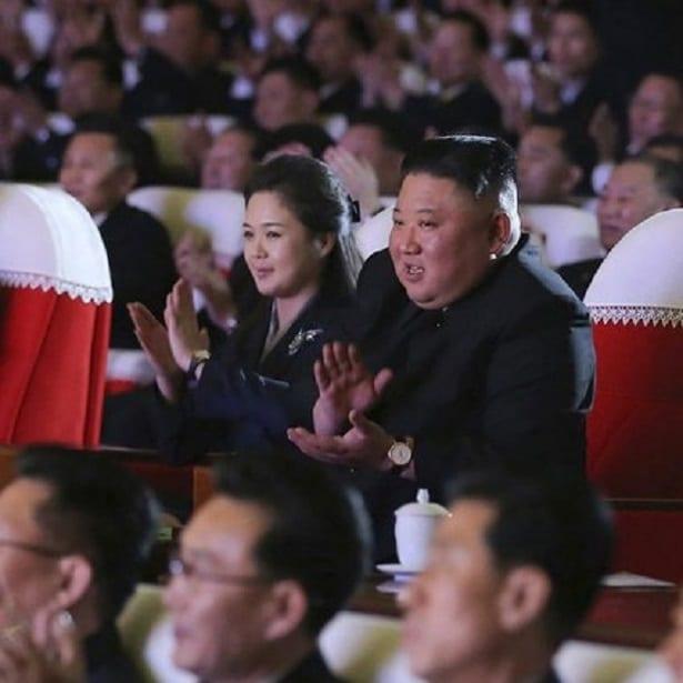 Corée du Nord: l'épouse du président réapparait en public après un an