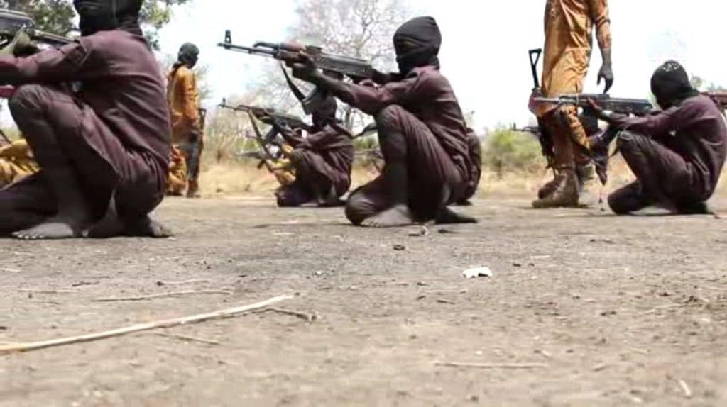 Boko Haram: Les terroristes forment désormais des enfants au maniement de la kalach (Photos)