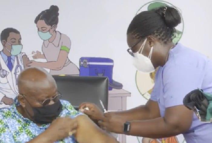 Le président ghanéen reçoit la première injection de vaccin Covax dans le monde-Vidéo