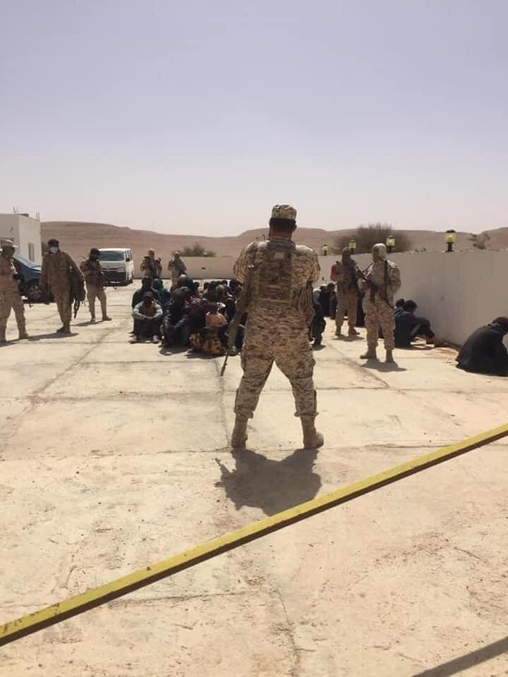 Libye: l'armée sauve 85 migrants africains dans les tanières de trafic d'êtres humains