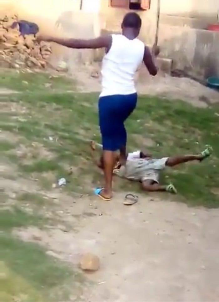 Ouganda: une mère piétine la tête et brutalise son fils de 5 ans (Photos)