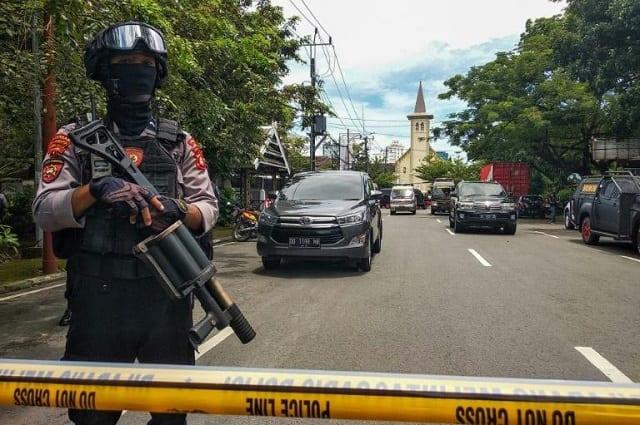 Indonésie: une église visée par un attentat suicide après la messe des rameaux
