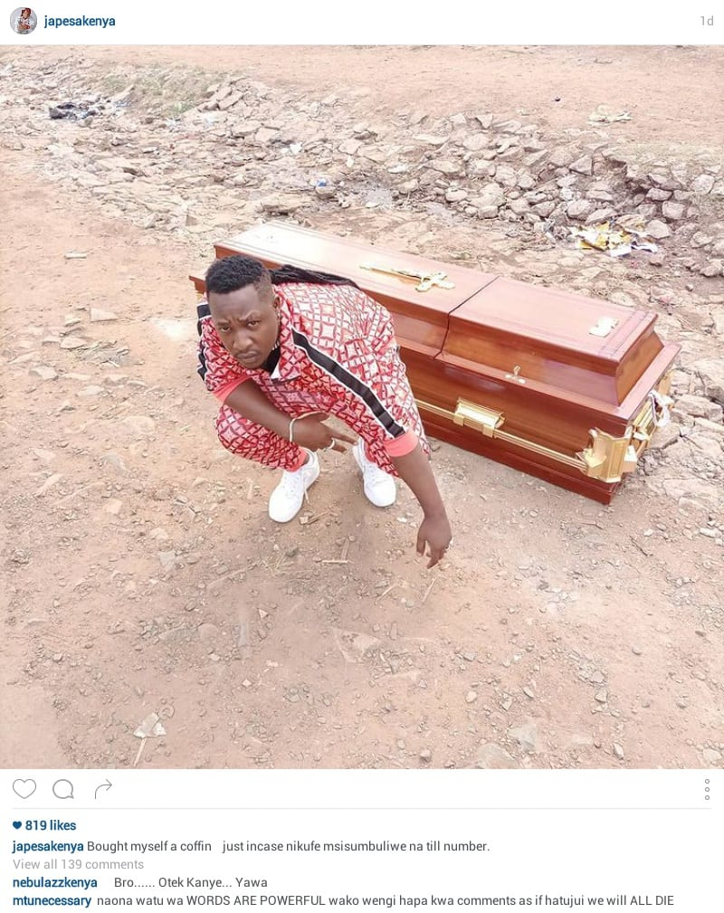 Un musicien kényan populaire achète son propre cercueil pour ses funérailles