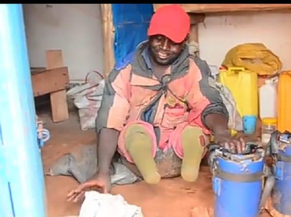 """""""Mon père m'a coupé les jambes"""": un amputé nigérian partage sa triste histoire- vidéo"""