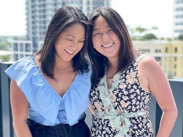 Des jumelles séparées à la naissance se retrouvent après 36 ans