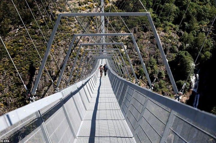 Le plus long pont suspendu pour piétons au monde inauguré au Portugal