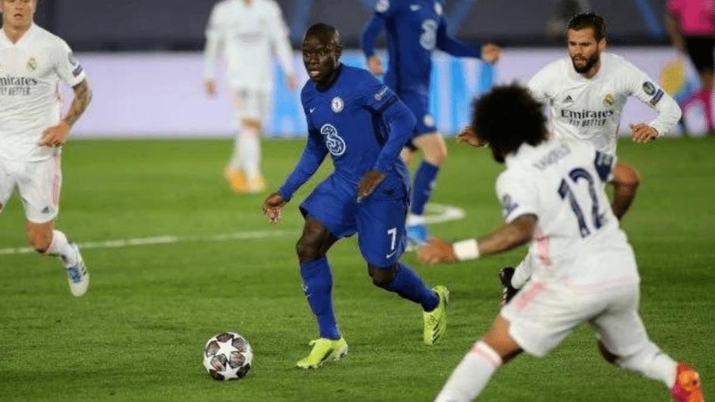 Chelsea: les fans ovationnent N'Golo qui quitte le stade en Mini Cooper (Vidéo)