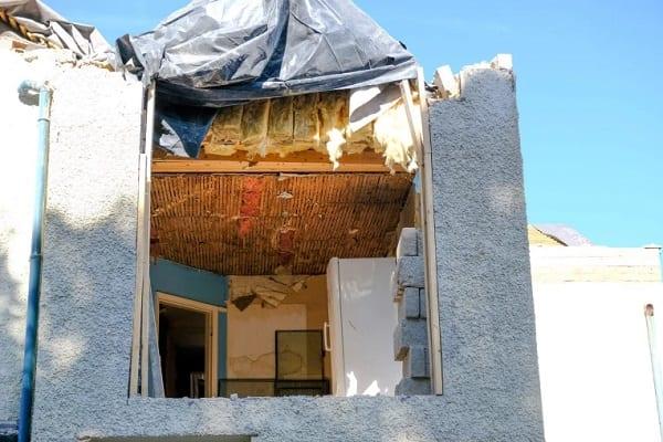 Un constructeur détruit la maison qu'il construisait après que le propriétaire ait refusé de le payer