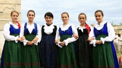 hongrie-Hungarian-Folk-Costumes-Tudor-Seulean