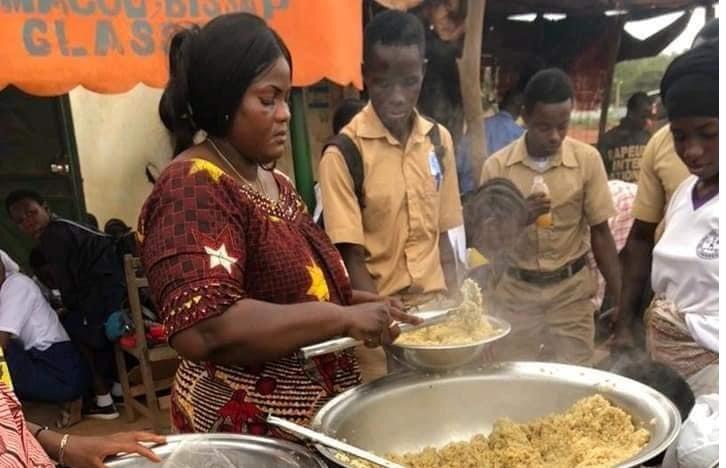 Côte d'Ivoire/Korhogo : une dame nourrit gratuitement les candidats au Baccalauréat