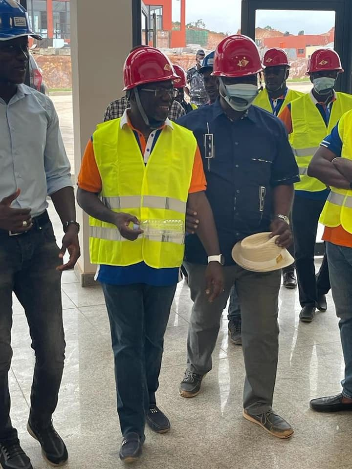 Côte d'Ivoire-Journées Portes Ouvertes du FDFP/ Le Secrétaire Général, M.BARRY-BATTESTI, visite l'université de San-Pedro