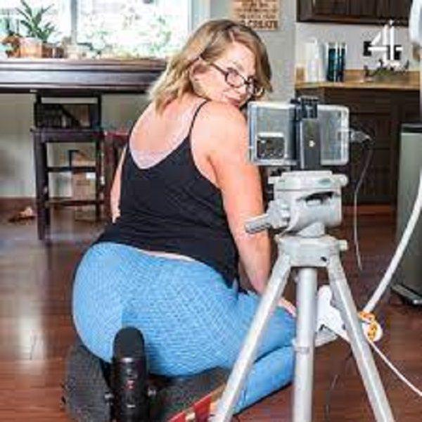 Lush Botanist: la femme qui gagne 25 000$ juste en pétant devant la caméra