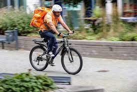 Un ministre afghan devient coursier à vélo en Allemagne